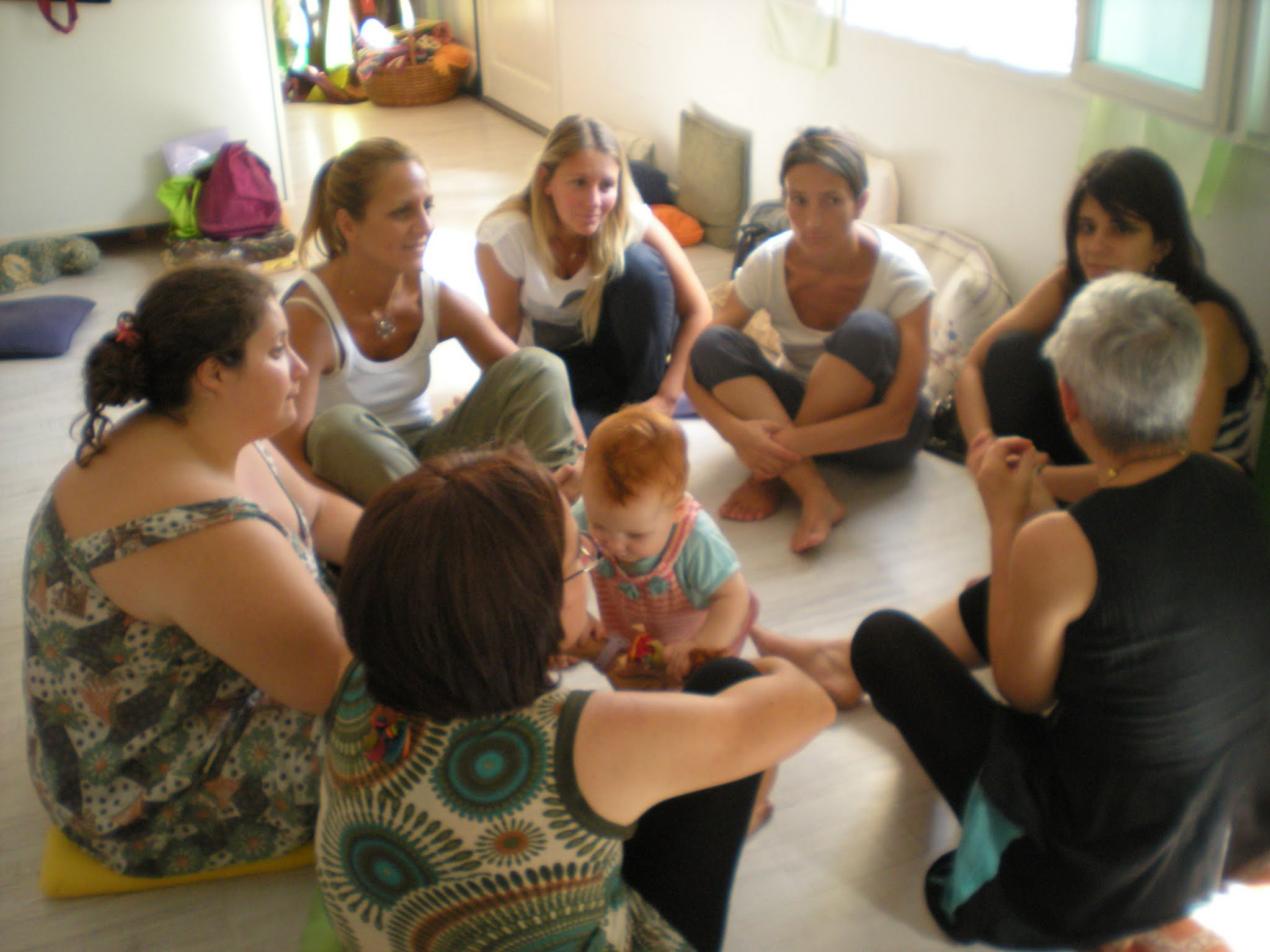cerchio donne e bambini